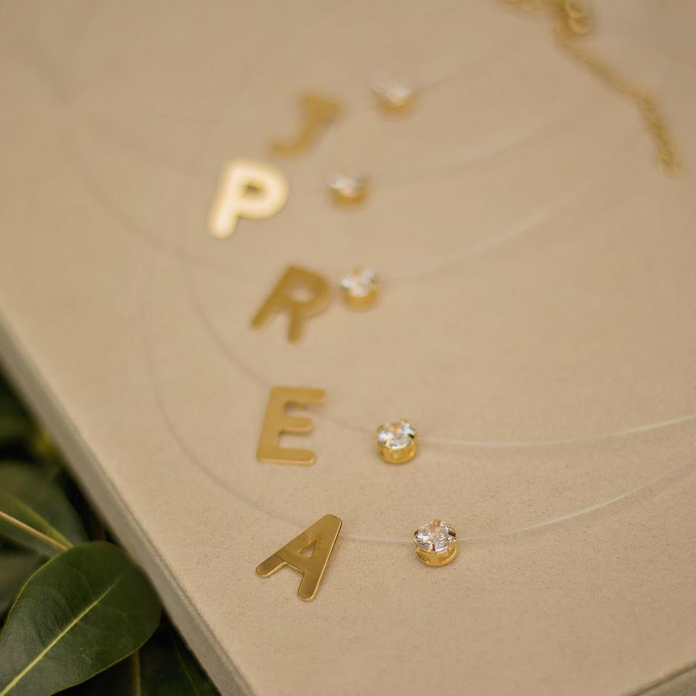Colar-fio-de-nylon-com-letra-e-ponto-de-luz-banhado-a-ouro-18k--B