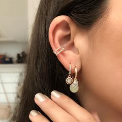 Argola-dourada-com-pingentes-e-zirconias-brancas