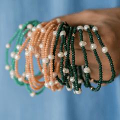 Pulseira-com-cristais-coloridos-e-perola-de-agua-doce-Verde-turmalina