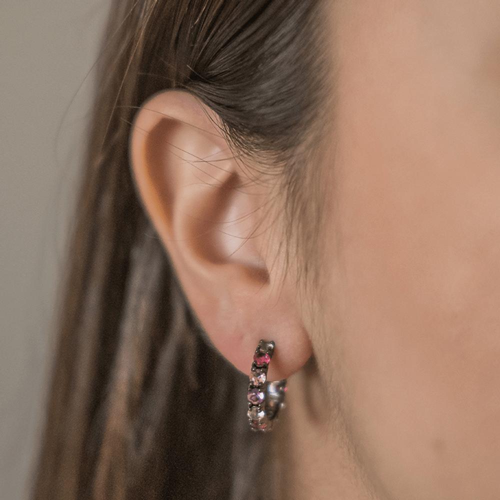 Argola-com-zirconias-em-tons-de-rosa