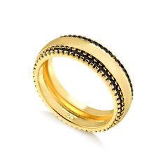 Anel-dourado-cravejado-com-zirconias-negras